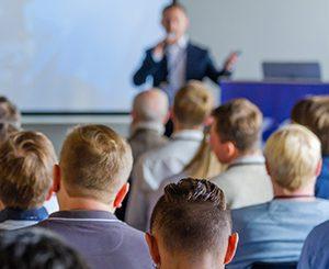 Präsentieren mit PowerPoint. Foto: Anton Gvozdikov