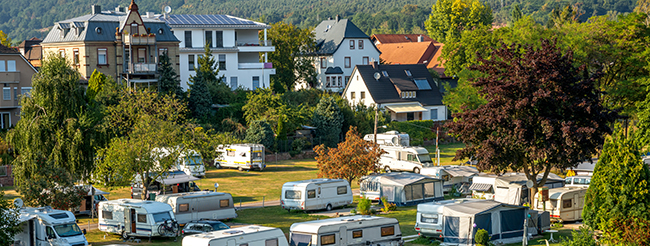 Camping in Miltenberg am Main. Foto: Sina Ettmer / Adobe Stock